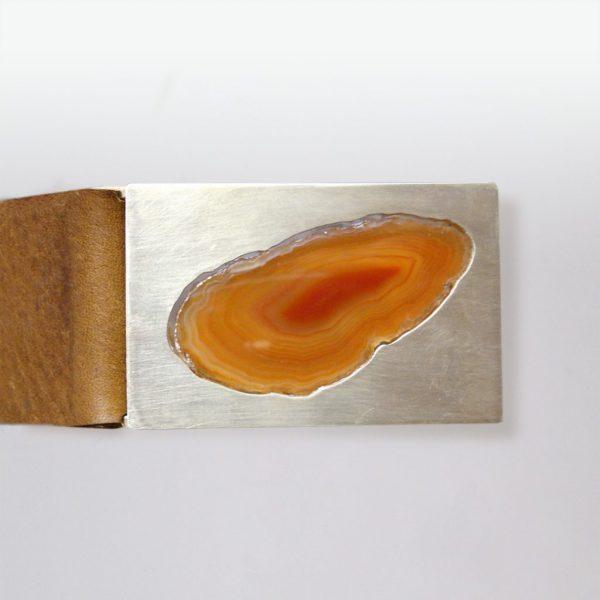 Ledergürtel mit oranger Achatscheibe in Silber gefasst von Angelika Brinkmann
